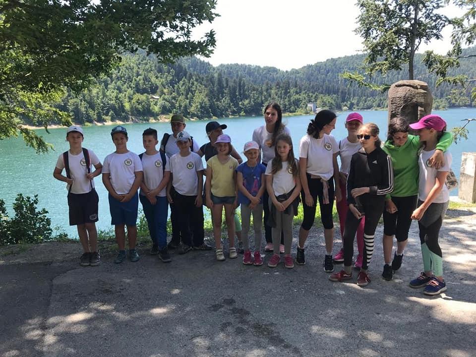 Očišćena šetnica oko Lokvarskog jezera